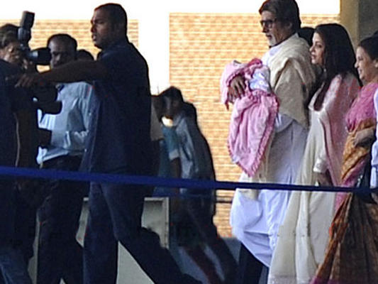 Photo - Aishwarya Rai, baby girl discharged from hospital