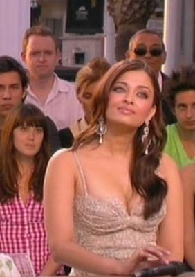 Aishwarya Shows Cleavage at Cannes