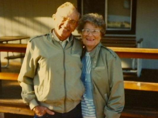 Couple Dies Holding Hands after 72 Years of Marriage