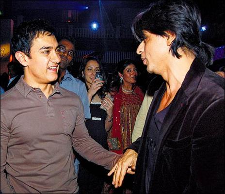 Shahrukh Is Licking Aamir's Feet!