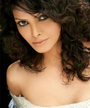 Sherlyn Chopra Thrown Out!