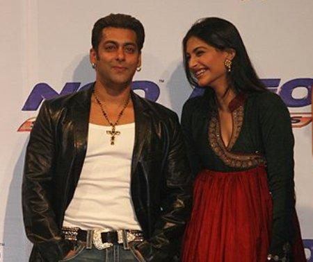 Salman Wins The Ghanta Award For Acting!