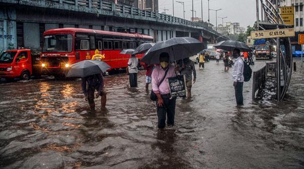 Heavy Rains and Flood Lash Mumbai Once Again!