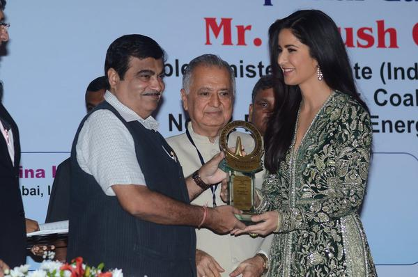 Katrina Aces the Acceptance Speech for Award