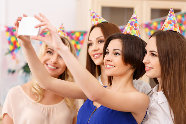 4 Reasons Why House Parties are Better than Going Out with Friends