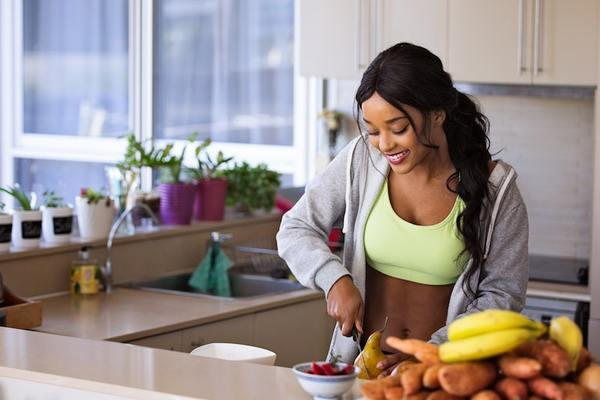 Avoid Fad Diets, Eat Nutritious Meals to Maintain Immunity