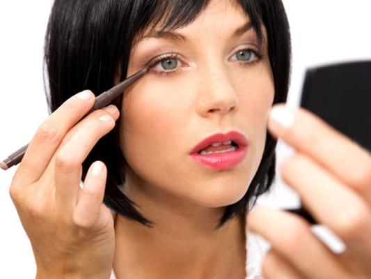 How To Apply Makeup Professionally At Home