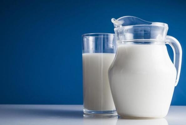 5 Reasons Why You Adults Should Also Drink Milk Every day.