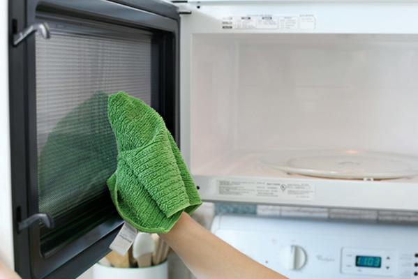 Tips to Clean Your Microwave to Perfection