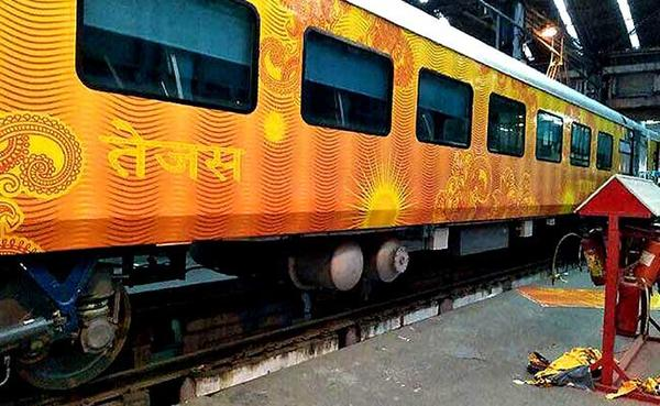 Things to Expect When You Travel by the New Tejas Express.