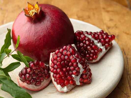 5 Reasons Why Everyone Should Love Pomegranates