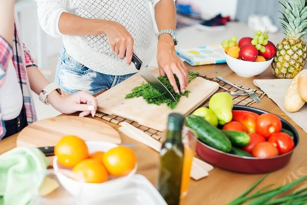 Lose Weight Just By Learning to Cook Yourself!