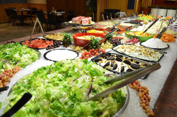 Tips To Choose Smartly At a Salad Bar