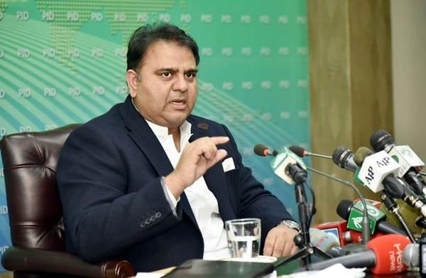Pakistani people Criticize Their Own Minister for Mocking our Moon Mission