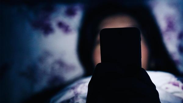Your Smartphone Might Be The Reason Behind Your Insomnia!
