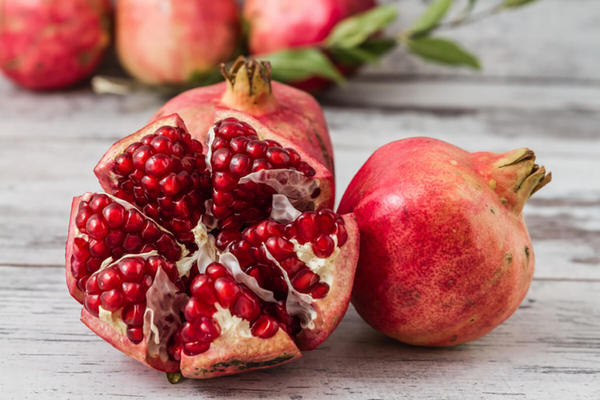 How to Peel a Pomegranate Easily?