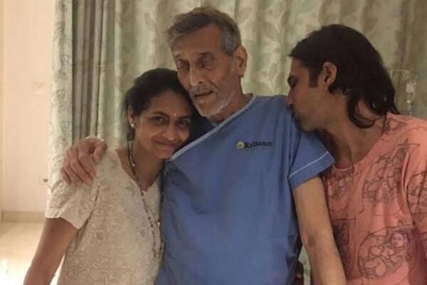 Say A Prayer for Vinod Khanna's Speedy Recovery!