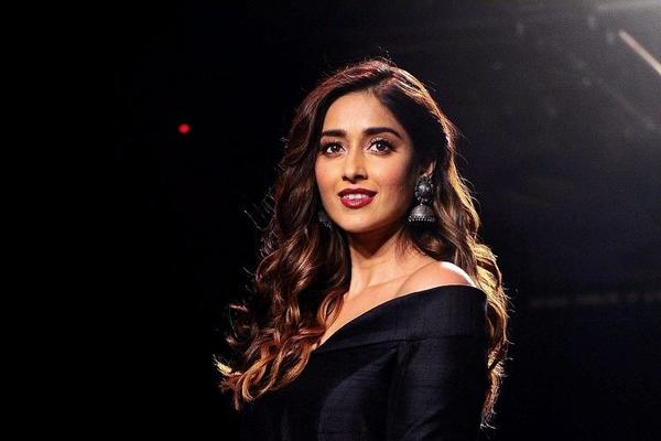 Ileana D'cruz Returns Home After Break Up!
