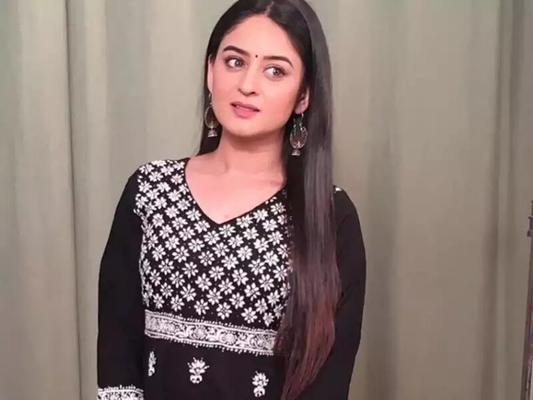 Mahhi Vij Accused of Not Returning Clothes Used by Shehnaaz Gill in BB13