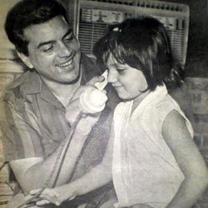 Dharmendra Nice Pic With His Kid