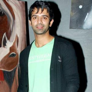 http://images.memsaab.com/files/imagecache/gallery_celebrity/files/2012/111807/barun-sobti-spotted-raqesh-vashisth-birthday-party.jpg