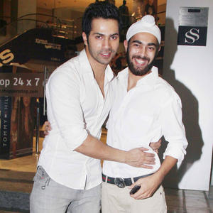 Varun With Manjot Clicked A Pose At Student Of The Year Screening