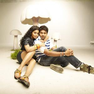 Arya And Shriya Saran Hot Gorgeous Pic