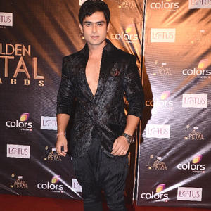 Shoaib Rocking On Red Carpet At The Colors Golden Petal Awards 2012