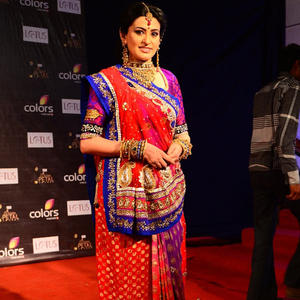 Smita Bansal Looking Gorgeous In A Red Saree At The Colors Golden Petal Awards 2012