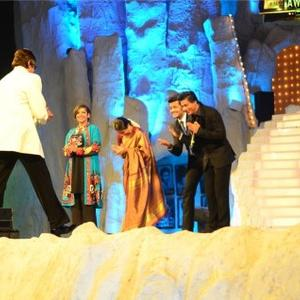 Shabana,Vidya,Riteish And Shahrukh Give Away An Award To Amitabh At 19th Annual Colors Screen Awards