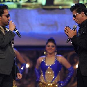 Shaharukh And Mika Chatting Photo Clicked On Stage At 19th Colors Screen Awards