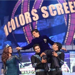 Shahrukh And Deepika Rocking Performance At 19th Annual Colors Screen Awards