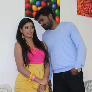 Mirchi Senthil And Iniya Latest Photo From Movie Kann Pesum Varthaigal