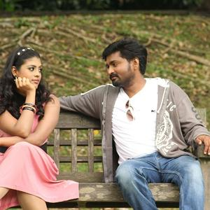Mirchi Senthil And Iniya Nice Look Photo From Movie Kann Pesum Varthaigal
