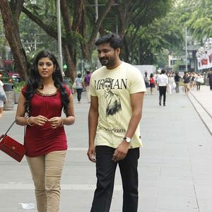 Mirchi Senthil And Iniya Walking Photo Still From Movie Kann Pesum Varthaigal