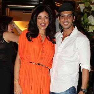 Sushmita And Zayed Smiling Pose At Farah Khan Ali Store Launch Party