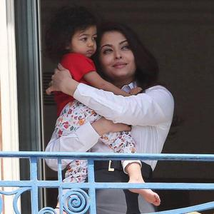 Aishwarya Rai Bachchan Spotted With Aaradhya At Hotel Balcony