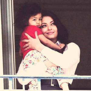 Aishwarya Rai With Her Cute Baby Aaradhya Sweet And Nice Pic At Hotel Balcony