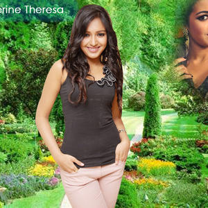 Catherine Tresa Cool Smiling Look Wallpaper