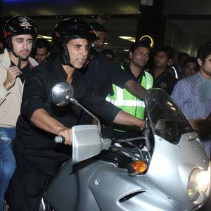 Akshay And Imran At Mumbai Airport EnrouteTo Dubai After Promotion Of Their Movie