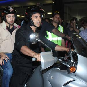 Akshay With Imran Khan Return From Dubai After Promote Their Gangster Film OUATIMD