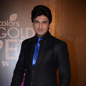 Manish Raisinghani Cool Look In Black Suit At Colors TV 3rd Golden Petal Awards 2013
