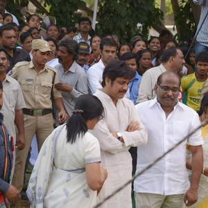 Nagarjuna With Relatives At His Fathers Funeral