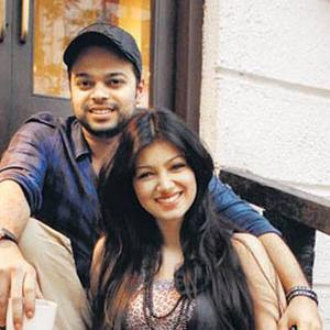 Ayesha Takia Smiling Pose With Her Hubby Farhan Azmi Photo Still