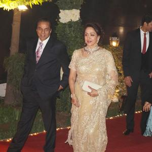 Hema And Dharmendra On Red Carpet At Ahana And Vaibhav Reception Party