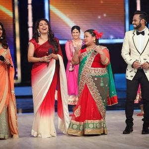 Madhuri And Juhi Promote Gulab Gang On India's Got Talent Finale