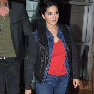 Sunny Leone And Daniel Weber Snapped At A Hotel In Suburban Mumbai