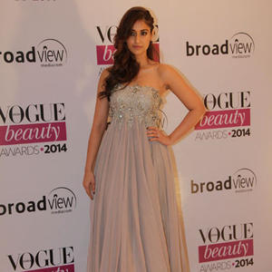 Ileana D'cruz Smokey Look In Gown At Vogue Beauty Awards 2014