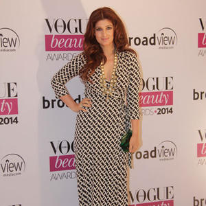 Twinkle Khanna Spicy Look In Gown At Vogue Beauty Awards 2014
