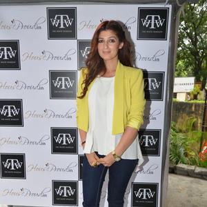 Twinkle Khanna Posed During The Launch Of Sanvari And Anjori Alagh Houseproud Store